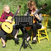 Kaunis kitarahetki avajaisissa