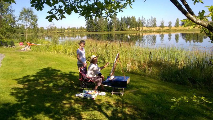 Kesäkurssit Hanisjärven rannalla. Ihana maalata ulkonakin!